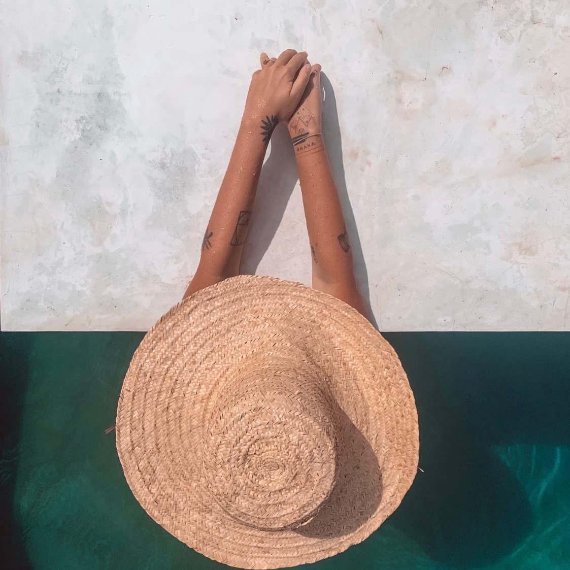 earthlinks srilanka pool area water hat girl.jpg