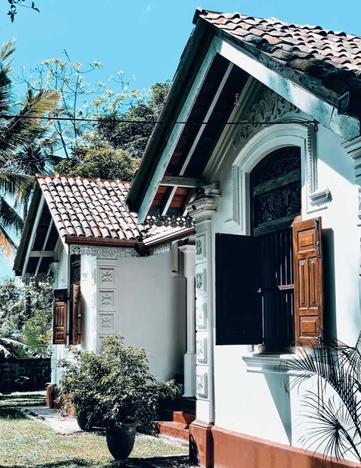 earhlinks srilanka house ouside elevation front antic colonial.jpg