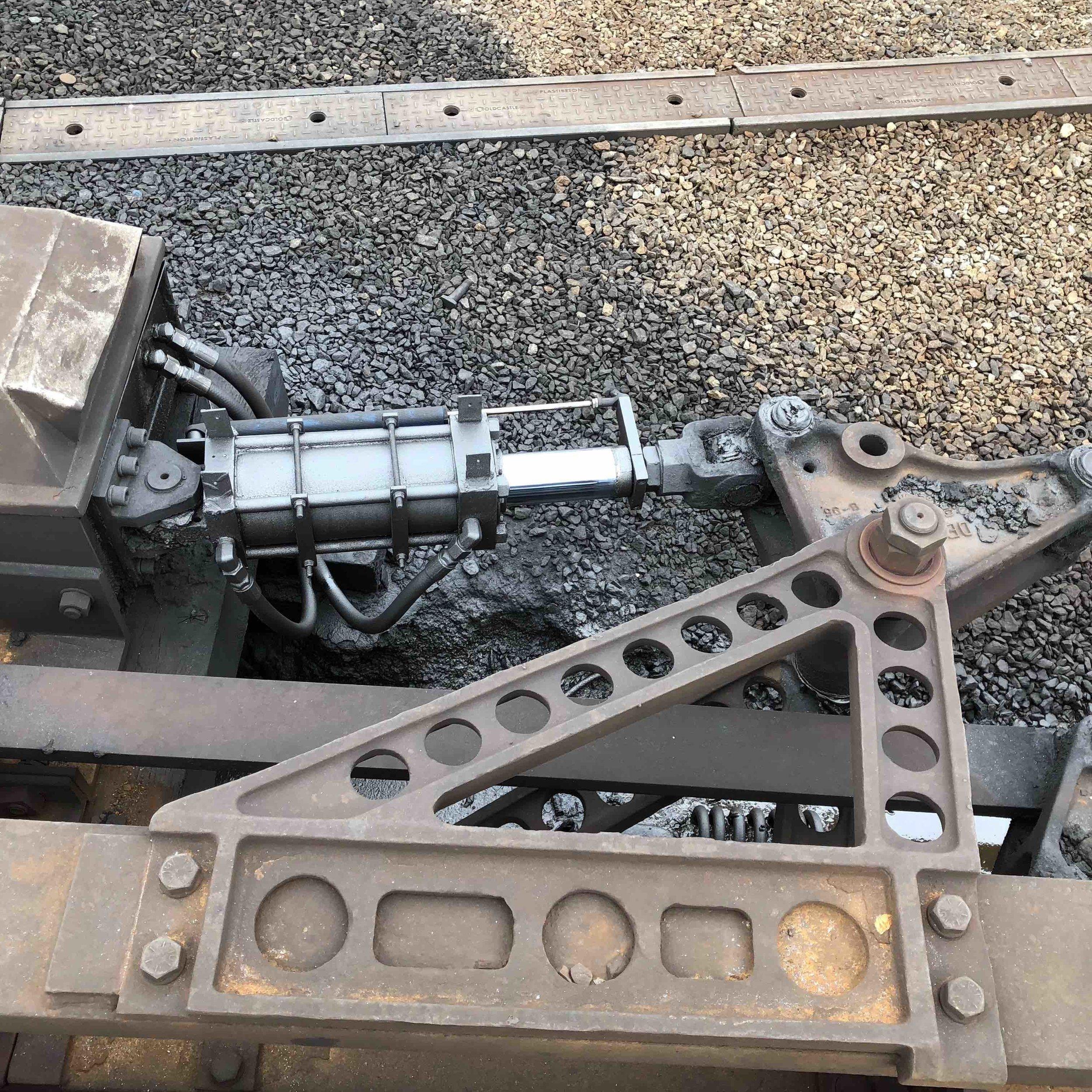 4x-track-maintenance-3.jpg