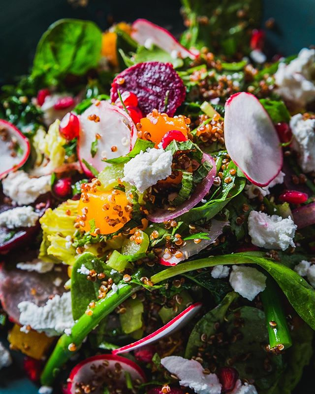 🙌 Superfood Salad that looks this bright and delicious🌈 @martiniandcoplentyvalley