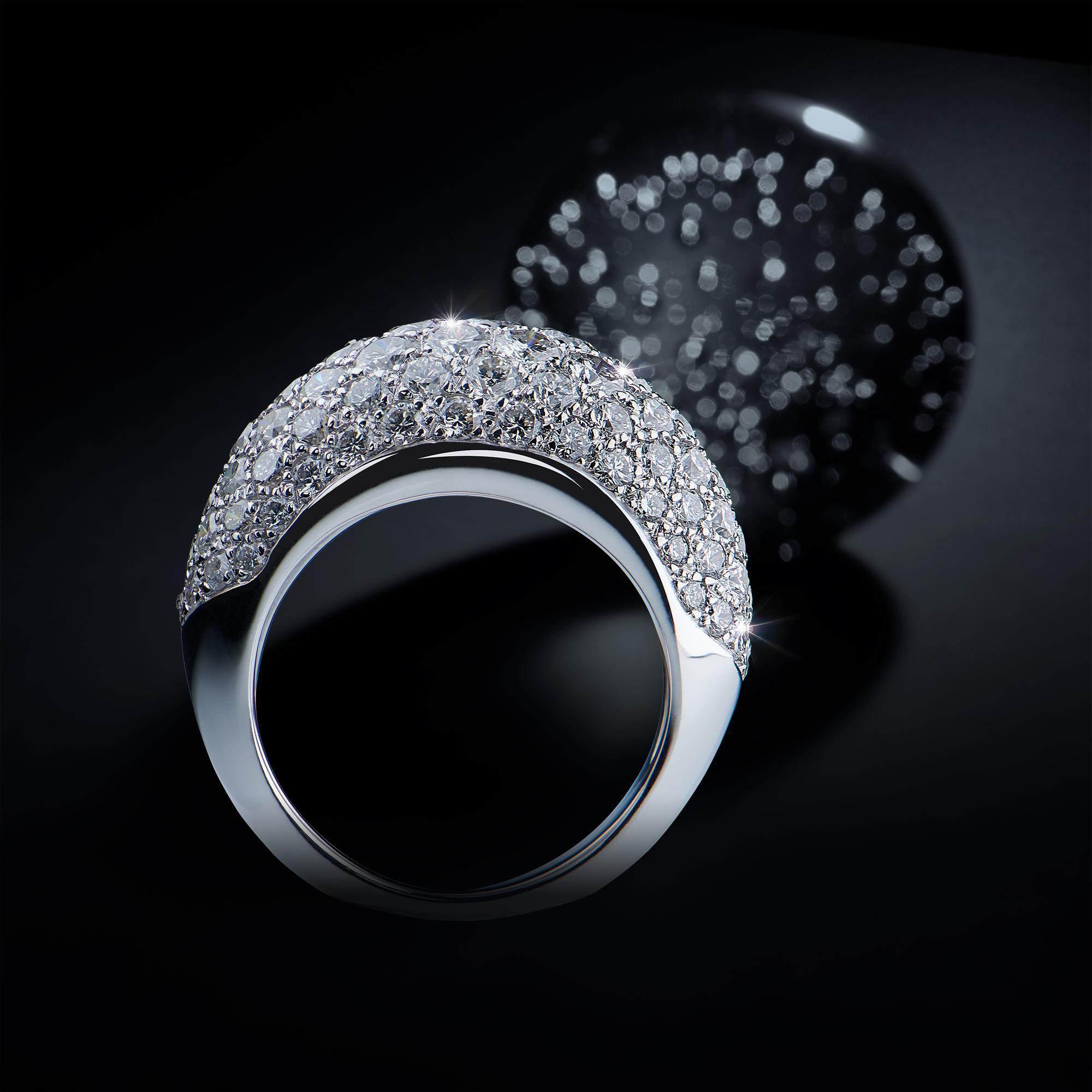 Bague or blanc 18 Ct 750/1000e, Palladium 210/1000e, sertie en pavage à grains de 96 diamants blancs de couleur F et de qualité VS pour un poids total de 4,60 carats.