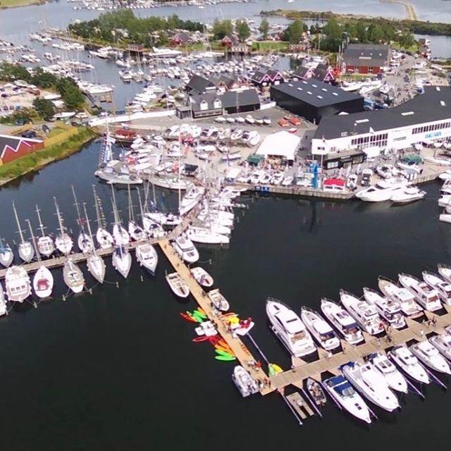 Copenhagen Boat Show 2019 ⚓️ Vi er der med hele sortimentet og fremragende tilbud. Så hvis du savner lugtfrit sejltøj eller neopren, så stik forbi stand nr 29, og få et godt tilbud 👌🏼 . #frogskin #vaskemiddel #vandsport #våddragt #løb #sejlsport #båd #bådliv #båt #løb #vandtæt
