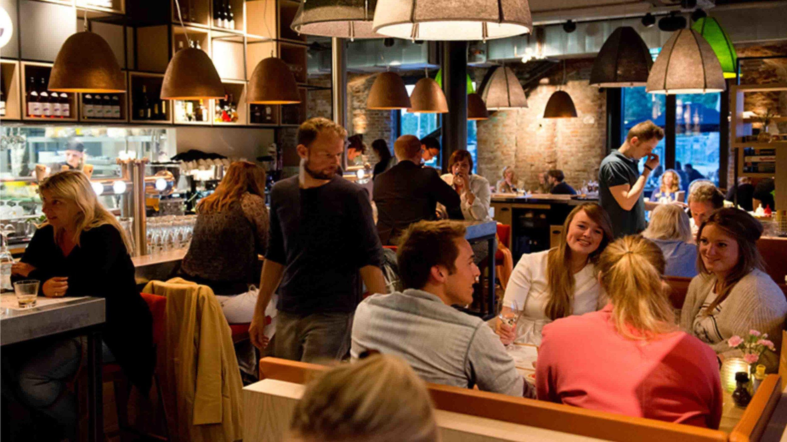 """….""""menu varying from Dutch to international """"..""""Menu variërend van Nederlands tot Internationaal""""…. -"""