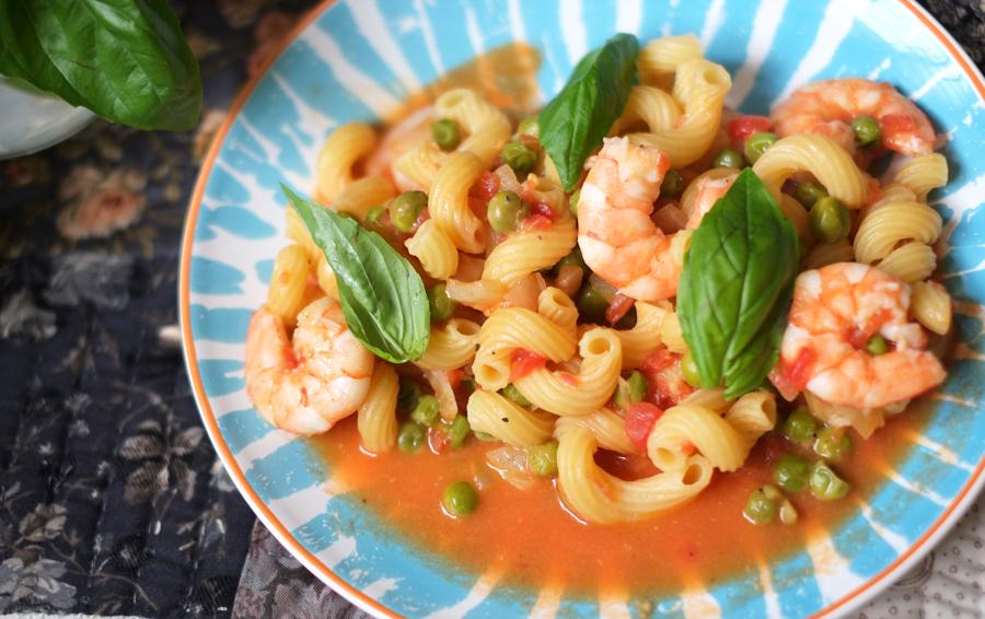One-Pot Prawns, Peas and Basil Tomato Pasta