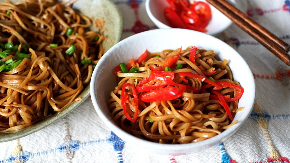 black-sauce-noodles-with-garlic2.jpg