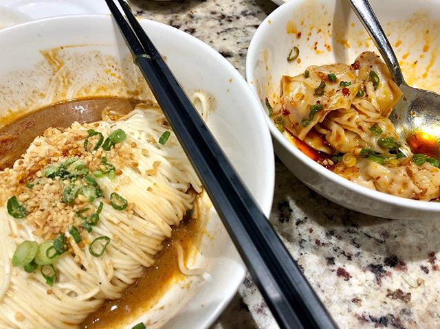 Two of my favourite dishes at Din Tai Fung - Dan Dan Noodles and Dumplings tossed in Chilli Oil  Because 🎵 nobody does it better 🎶  #kitchenmissus #dintaifung #dumplings #dandannoodles #noodleworship #sgfoodporn #sgfoodblogger #foodphotography #deliciouseats #鼎泰豐