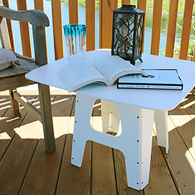 One can enjoy a snappytable everyday! No matter where you are!! #outside #gazebo #reading #eating #onthego #foldable #portable #useful #tinyliving #tinyhouse #creative #boating #beach #soccer #tailgate #camping #rv #patio #handmade #madeinusa
