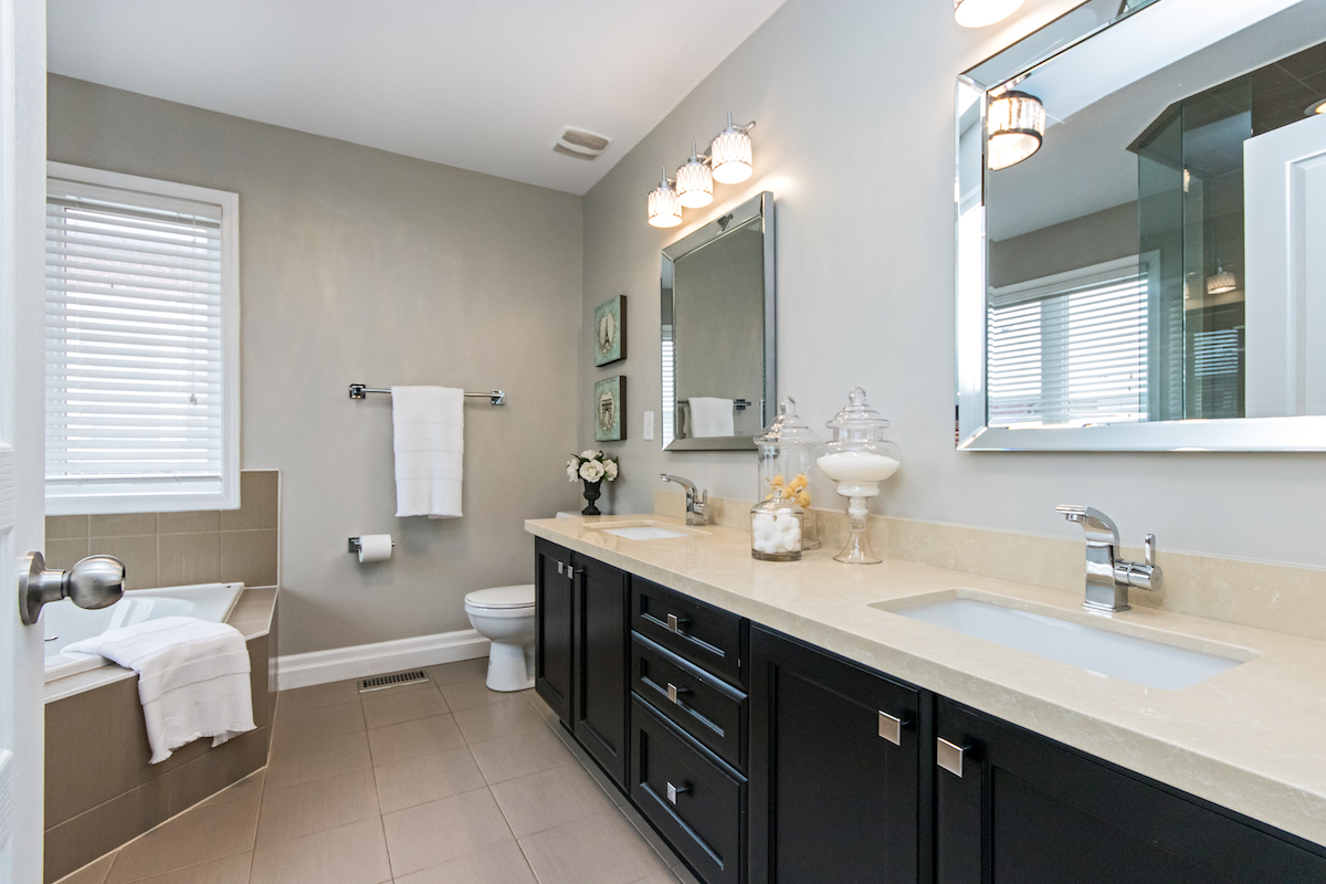 3344 Moses Way - Ensuite Bathroom with Soaking Tub