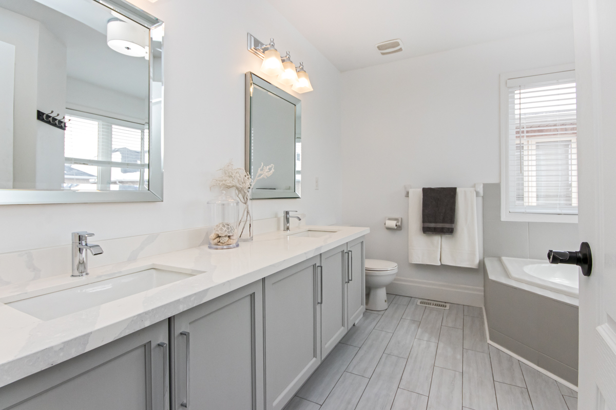 3346 Moses Way - Large ensuite bathroom with double sinks