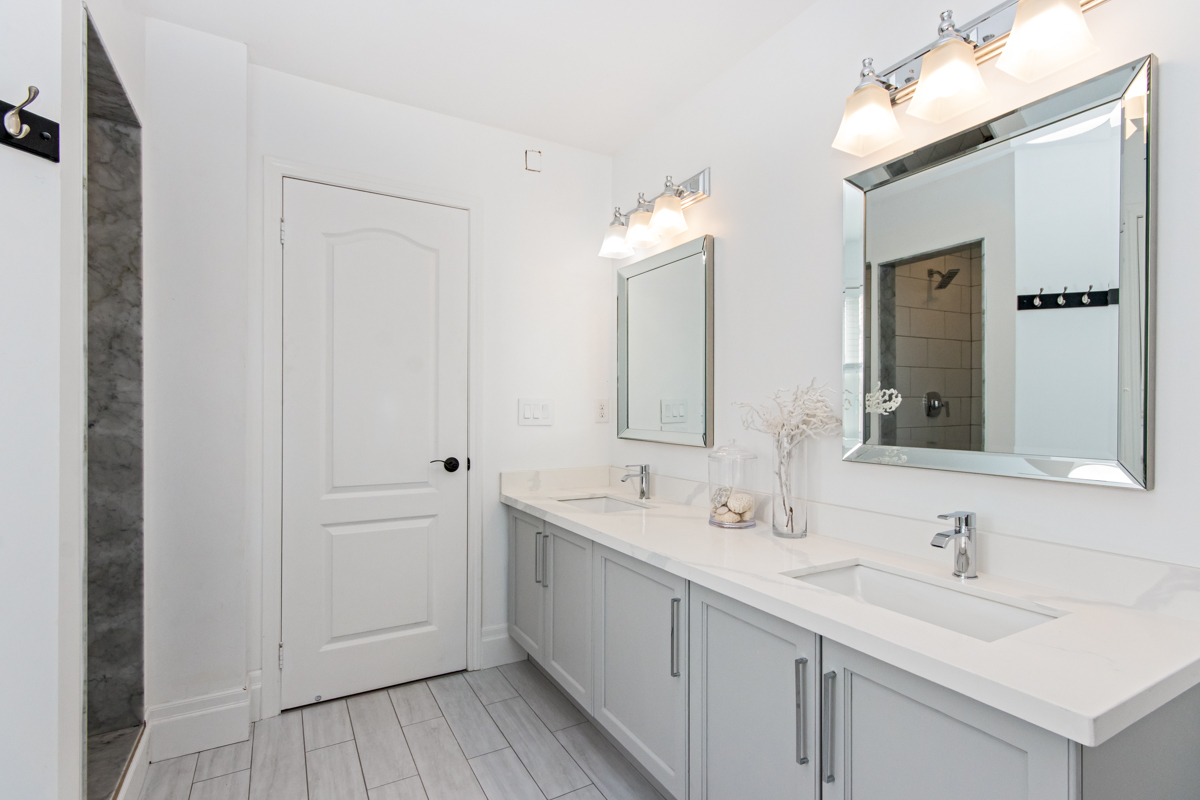 3346 Moses Way - Double sinks in ensuite bathroom