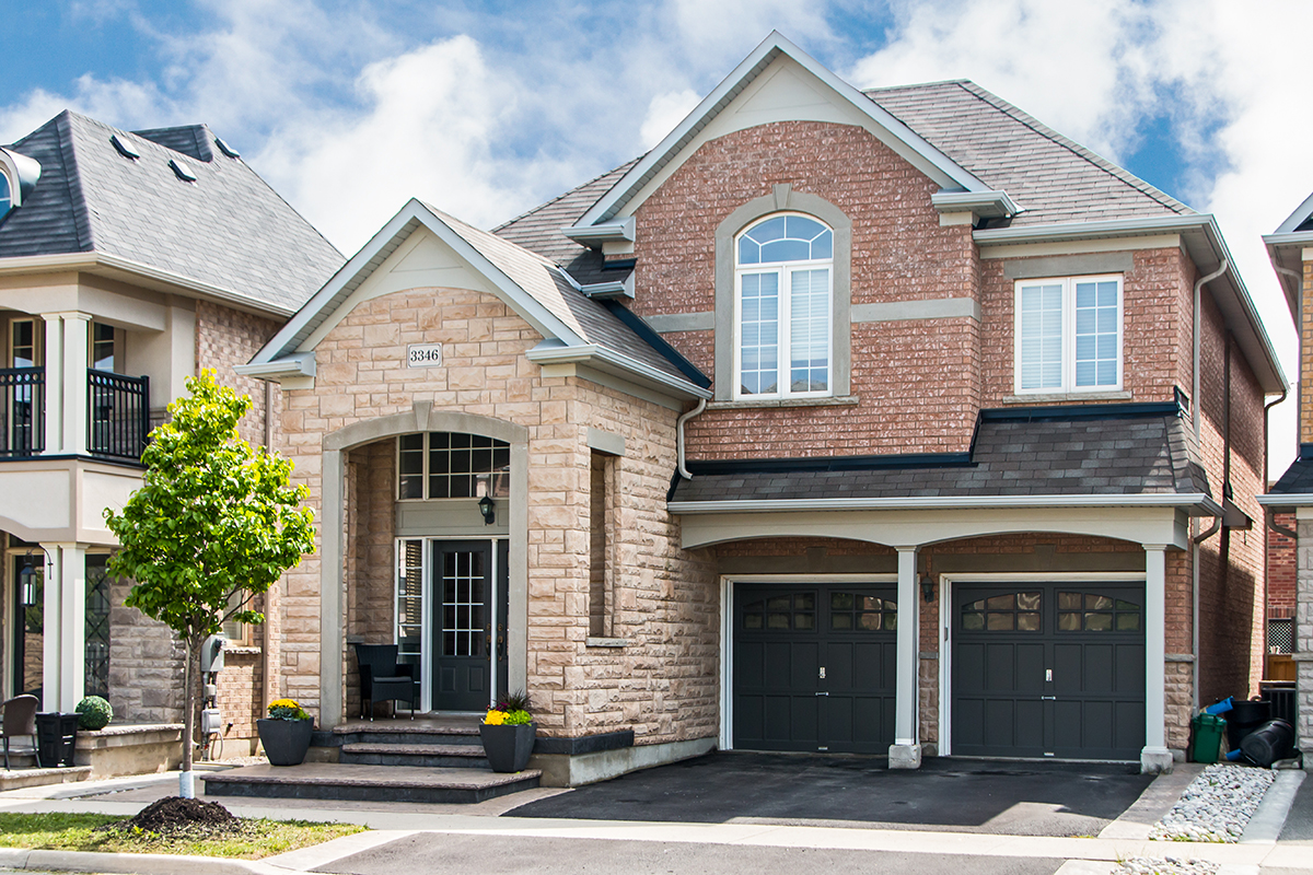 3346 Moses Way, Hamilton, ON - Large home with two door garage