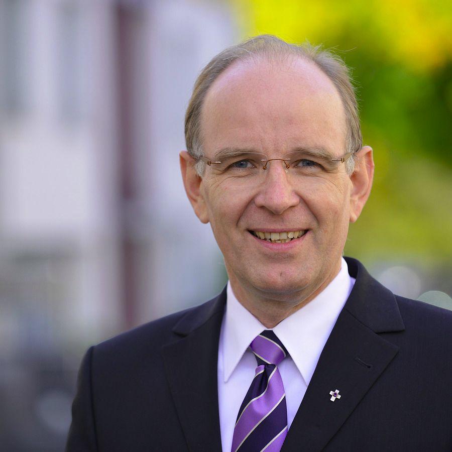 Ralf Meister - Ralf Meister ist 1962 in Hamburg geboren und seit dem 26. März 2011 Landesbischof der Evangelisch-lutherischen Landeskirche Hannovers. Mehr zu Ralf Meister.