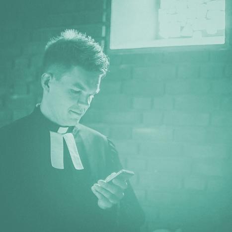simon de vries - Simon de Vries beschreibt sich selbst als Grenzgänger – ein Umstand, der nicht nur seinem Wohnort Nordhorn an der niederländischen Grenze geschuldet ist. Auch wenn es um seinen Glauben geht, ist er darauf aus, aus anderen Kulturen und Konfessionen zu lernen.
