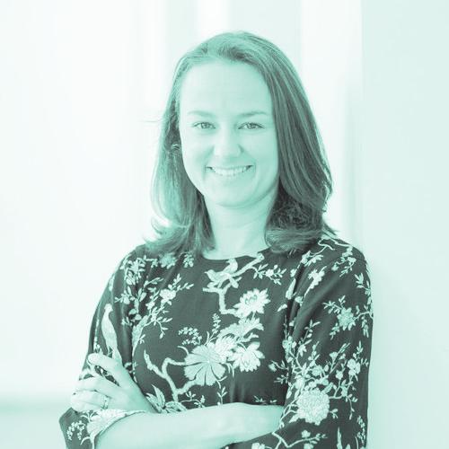 melina costa - Melina hat als Journalistin für die wichtigsten Wirtschaftsredaktionen Brasiliens gearbeitet, internationale Führungskräfte interviewt, über Start-ups berichtet und Geschäftsmodelle analysiert.Als Mitgründerin von Coaeva Innovations geht sie unternehmerischen Herausforderungen genau auf den Grund, egal wie verzwickt das Problem ist. Melina ist eine echte Strategie-Expertin – und dazu noch eine echte brasilianische Frohnatur.