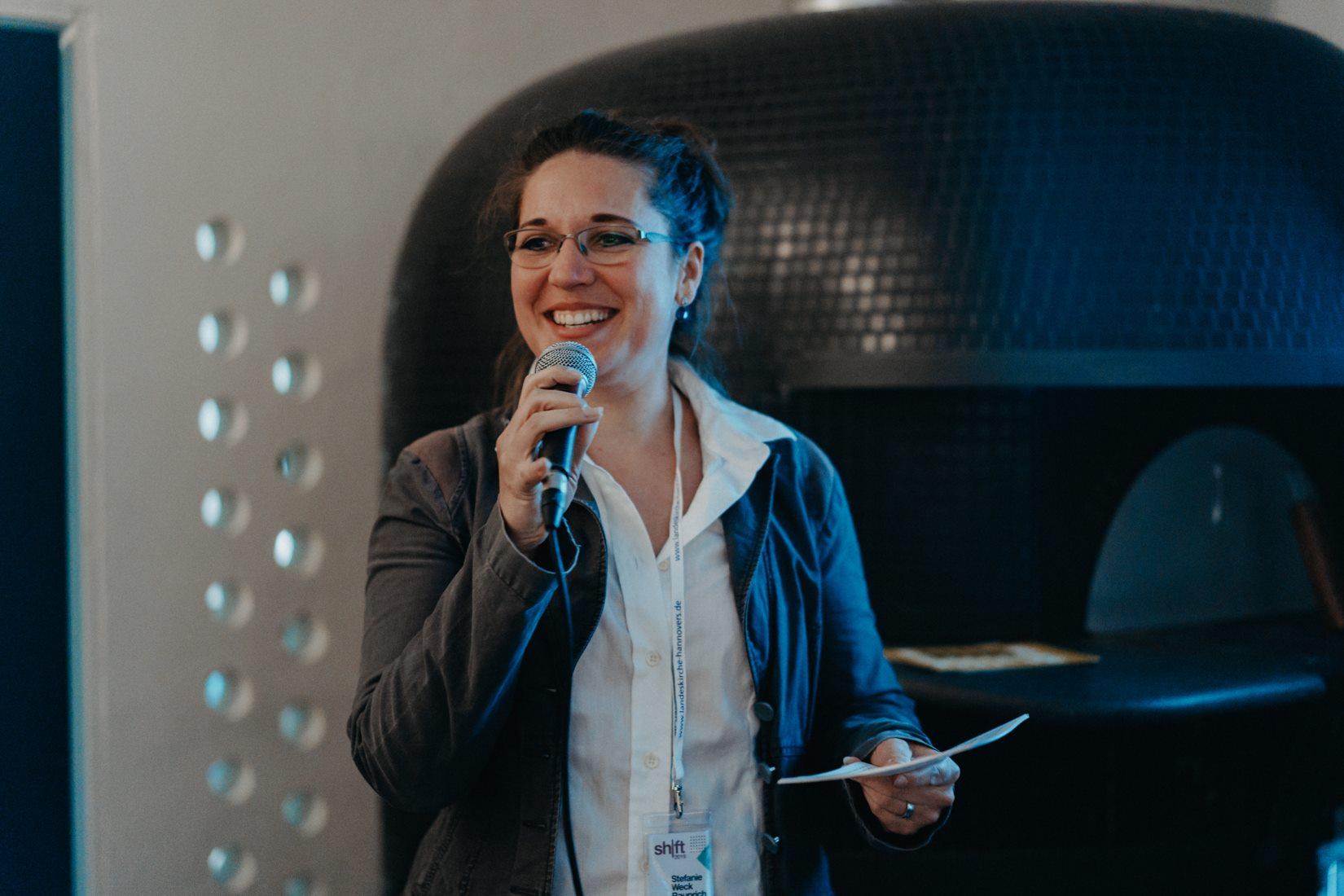 Stefanie Weck-Rauprichs  große Leidenschaft ist es, ein Umfeld für Menschen zu schaffen, in dem sich Potential entfalten und sich jeder einzelne mit seinen Ideen und Stärken einbringen kann.