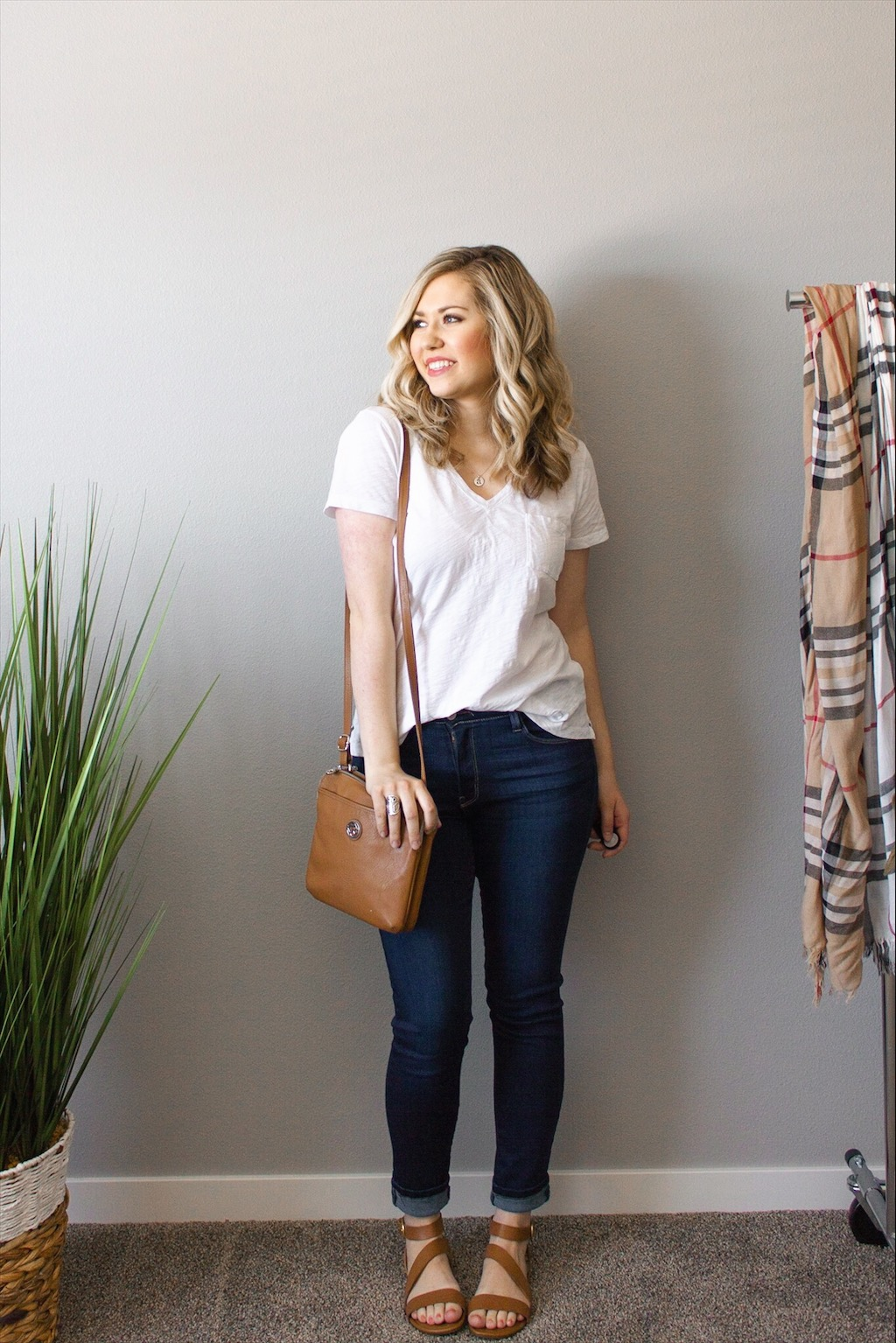 white-tee-jeans-outfit-2.jpg