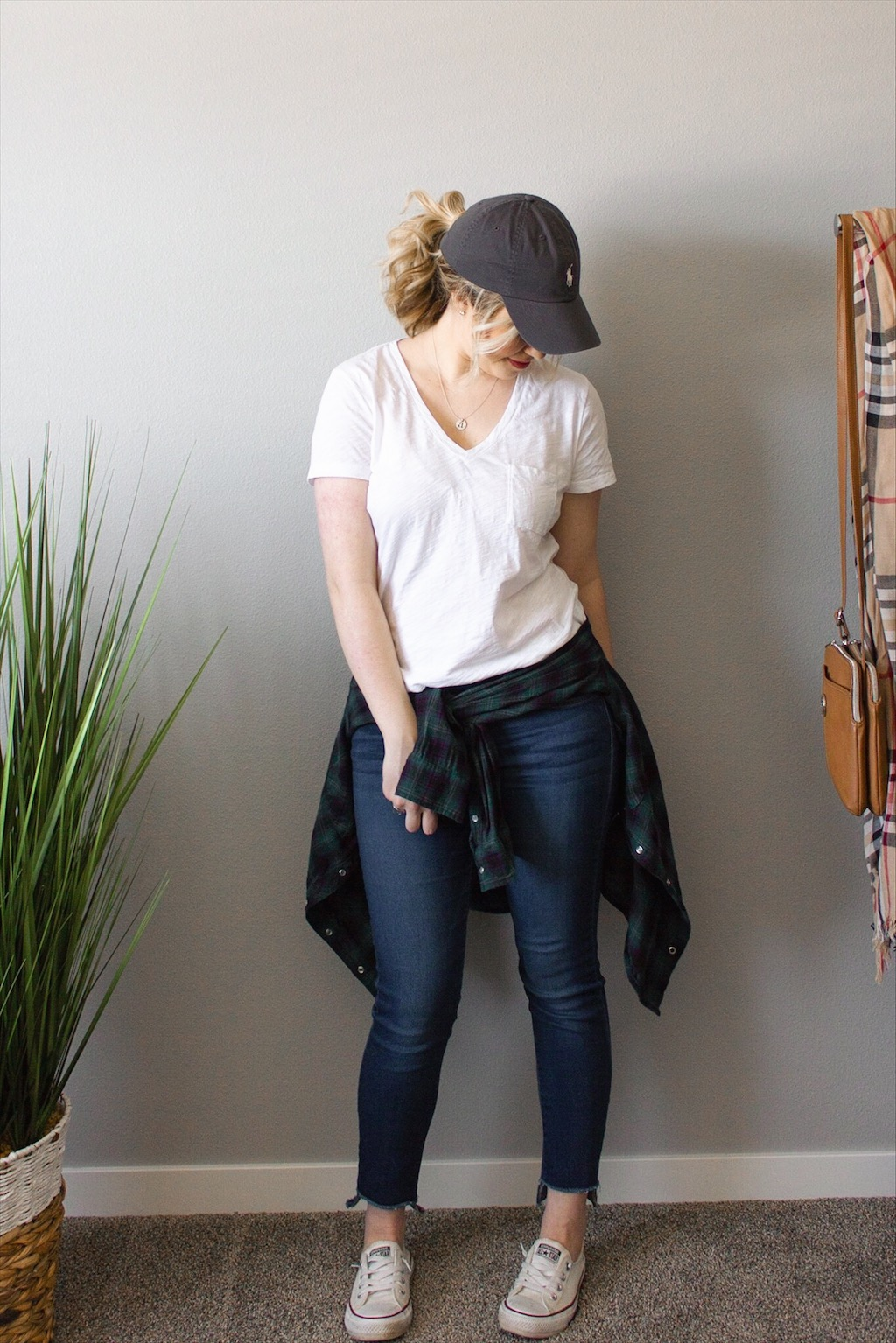 white-tee-jeans-outfit-5.jpg