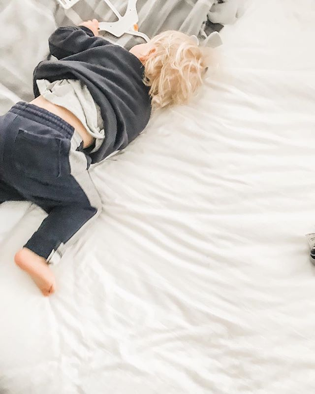 S A T U R D A Y  v i b e s 💛⠀ I hope you get to spend today snuggled in bed a little longer than normal with those you love most.⠀ -⠀ Happy Weekend, friend!⠀ •⠀ •⠀ •⠀ #thingsiwanttoremember #thesearethedays #familylife #mamatribevibes #ig_motherhood  #ourlovestory #momentsofmine #motherhoodinspired #motherhoodsimplified #motherhoodmoments #thepursuitofjoyproject #quietthechaos #documentlife #familygoals #thatsdarling #darlingmovement #nothingisordinary #livethelittlethings #thehappynow #ourcandidlife #joyfulmamas #inbeautyandchaos #seekthesimplicity #mymamahood #lifewellcaptured ⠀