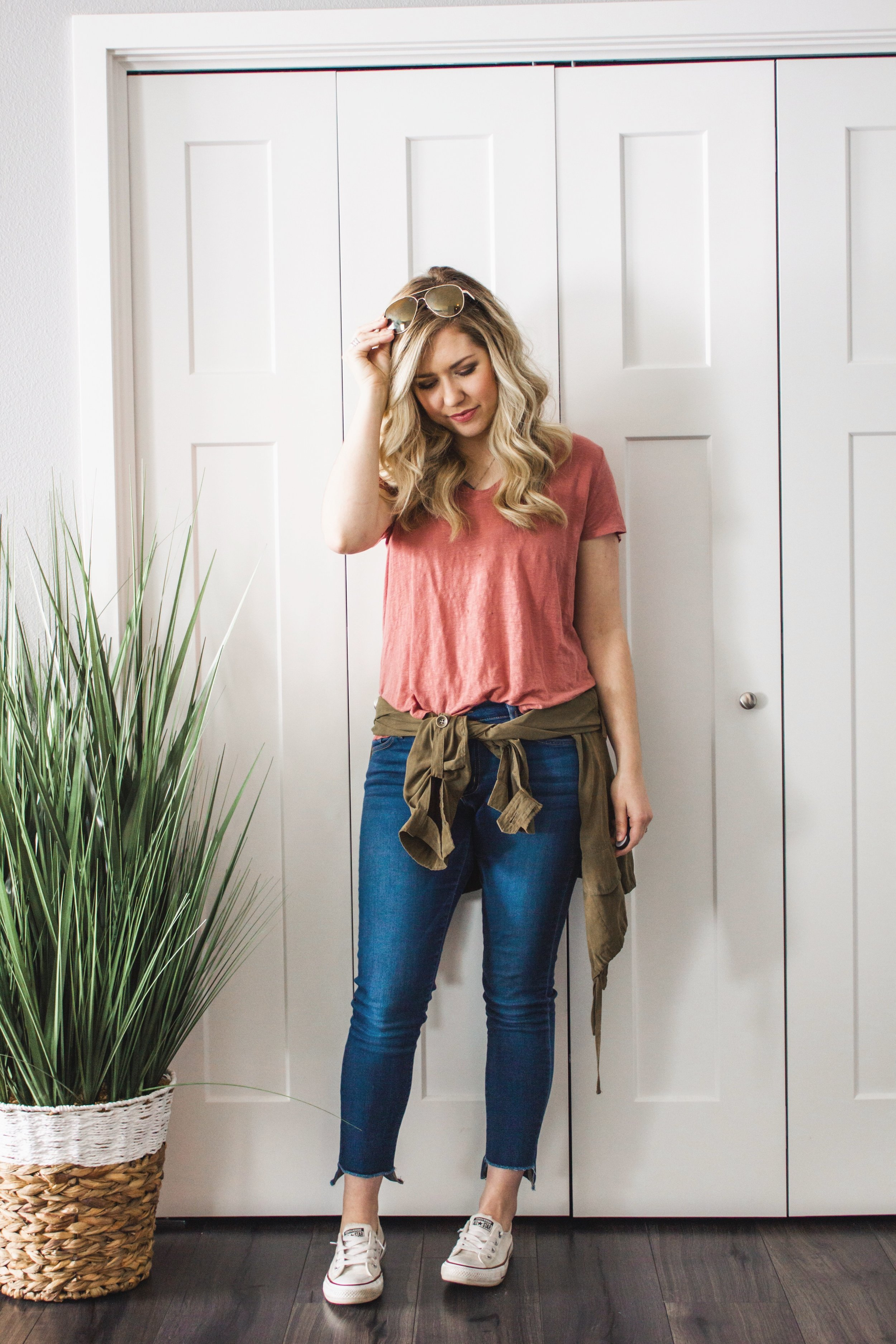 casual-jeans-and-tee-outfit-spring-01.JPG