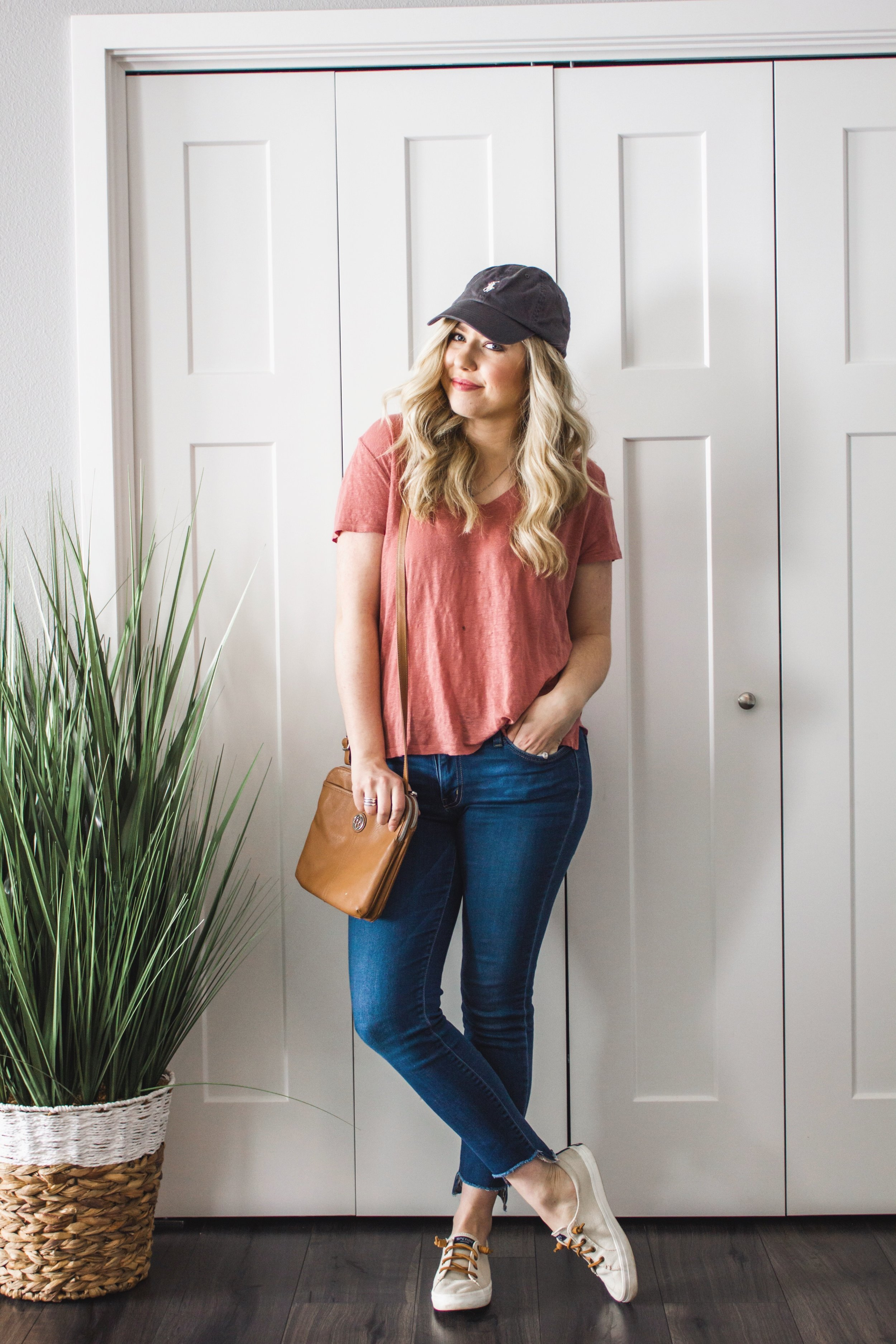 casual-jeans-and-tee-outfit-spring-04.JPG