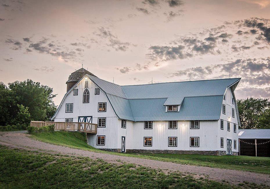 Bloom Lake Barn + Unique Dining = Wedding Magic -