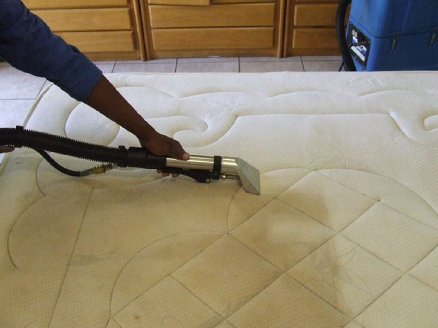 <h4><strong>MATTRESS<br>CLEANING</h4></strong>