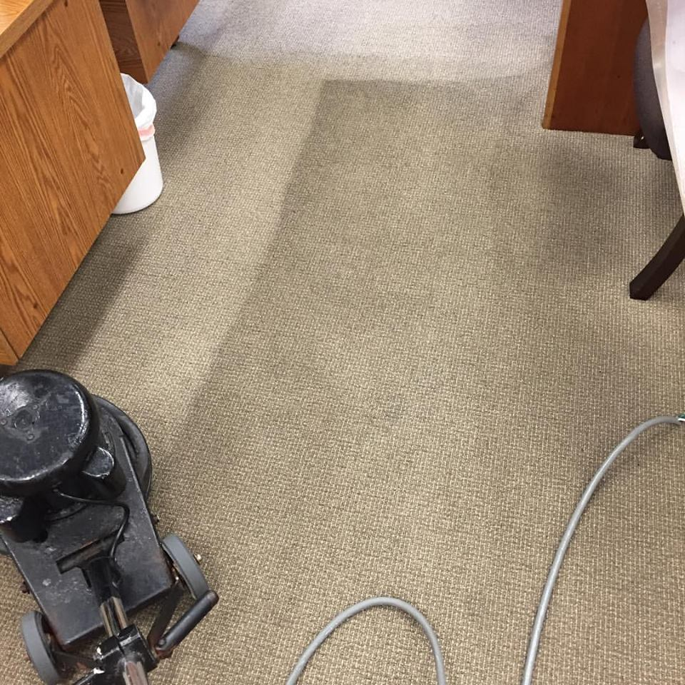 <h4><strong>OFFICE/COMMERCIAL<br>CARPET CLEANING</h4></strong>