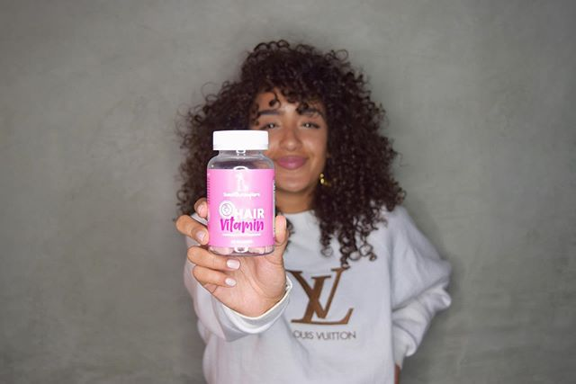 NEW PRODUCT ALERT 🚨 #ad • • my hair has grown like CRAZY the last couple of months. besides drinking a lot more water, & eating cleaner, i have been using these incredible vegan hair vitamins by @sweetbunny.co 💕 my hair not only has grown so much, but has become way more silky smooth! & they taste B O M B! • visit @sweetbunny.co for more deets! 💋