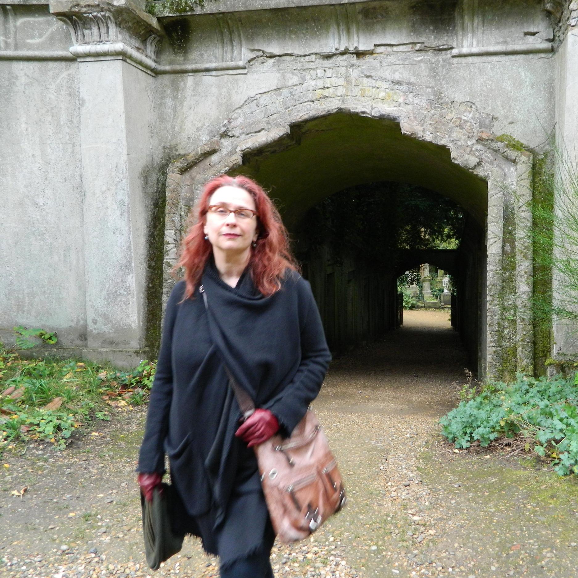 Audrey Niffenegger,  Burials, Symbols and Doubt .