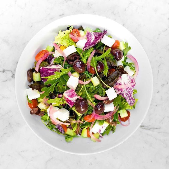 Empieza la semana con nuestra ensalada griega 🇬🇷 Opa!