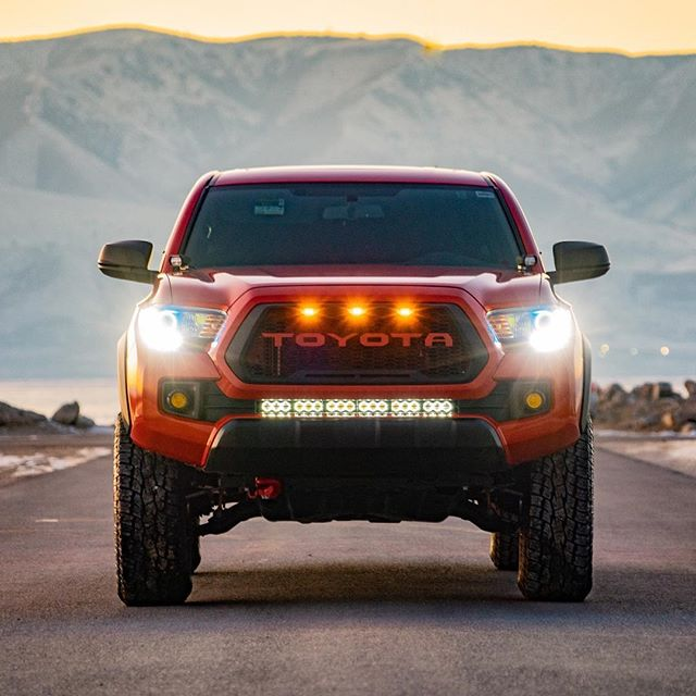 "——— E L E 🏔  E N T——— • This rig is fully decked with @element_led lights! MicroPod ditch lights, Amber Cannon fogs, and a 30"" Optix Pro light bar with halo backlighting🔥 • • 📸: @branchan_yota"