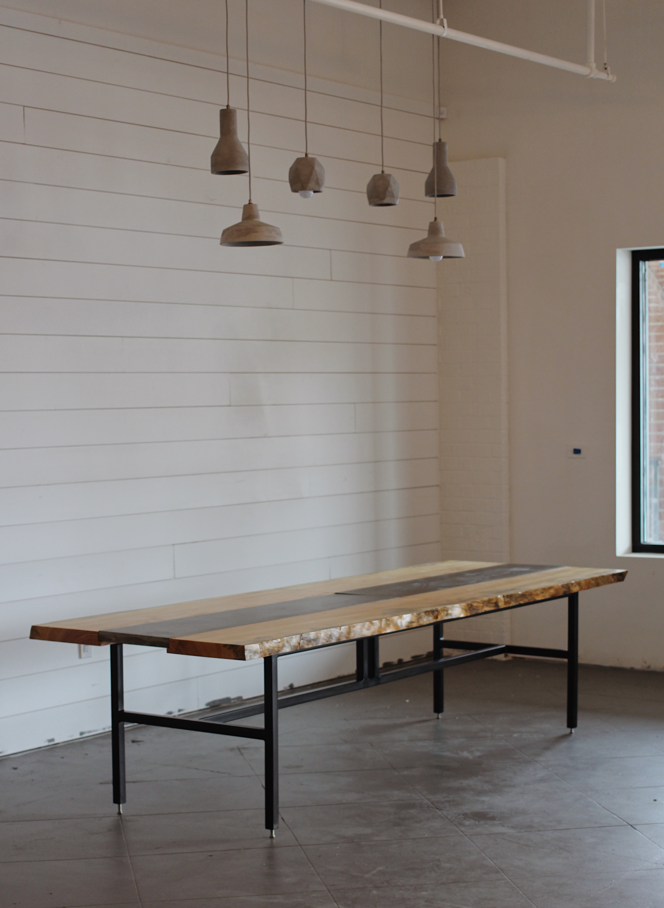 SLAB + CONCRETE TABLE / LIGHT HOUSE COFFEE