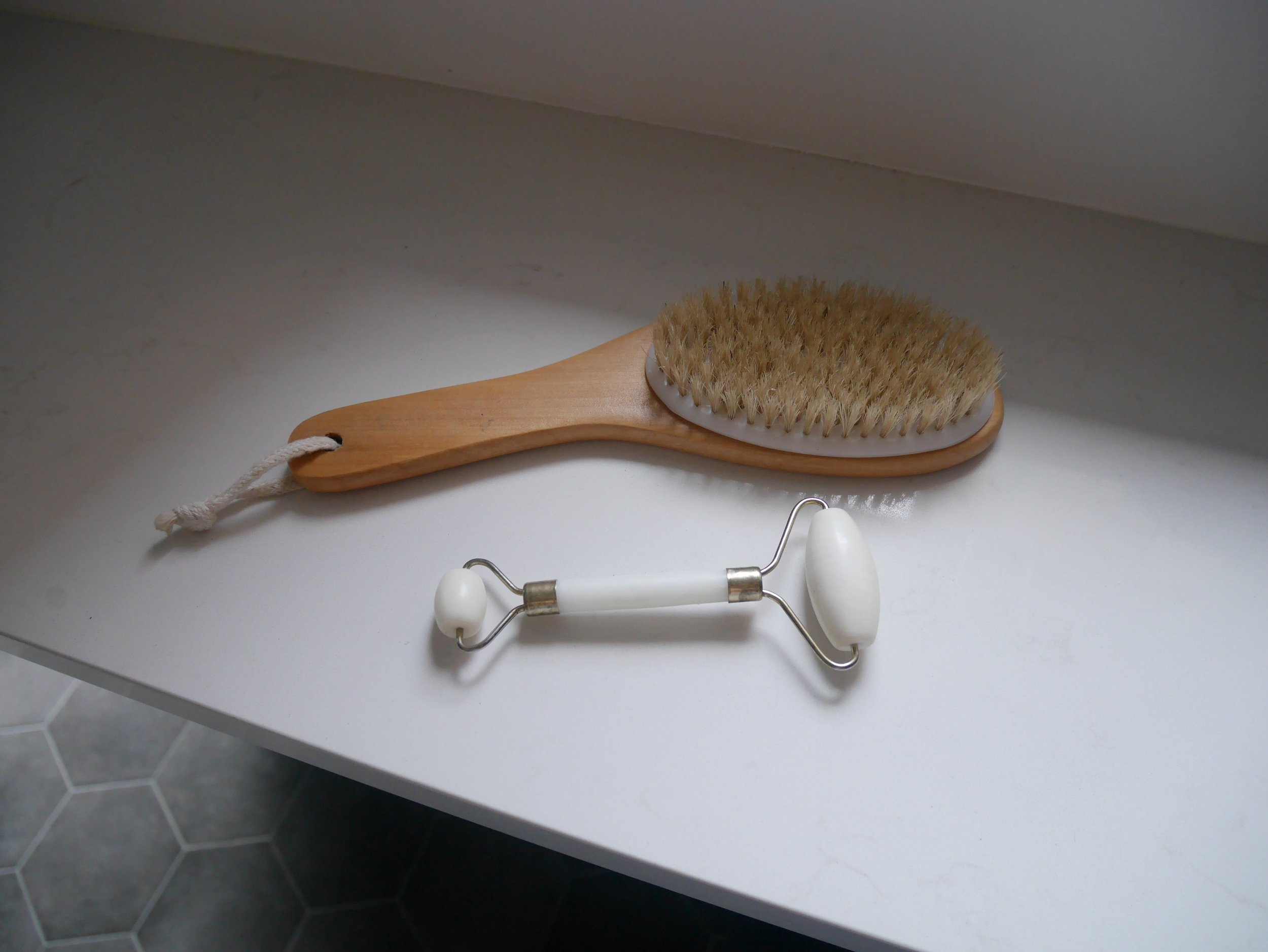 Holistic_luxe_living_dry_body_brushing.jpg