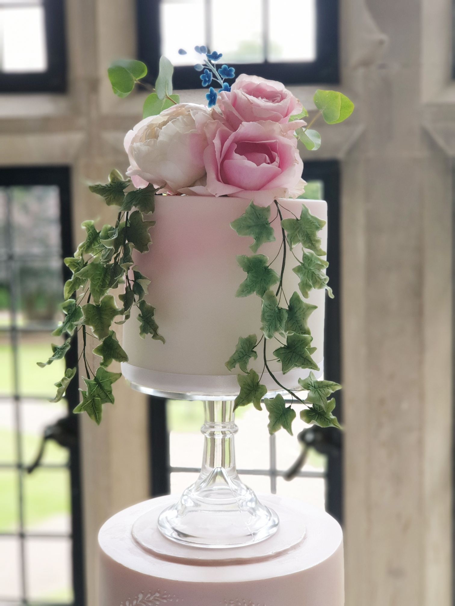 Sugar Crafted Ivy/ pink airbrushing