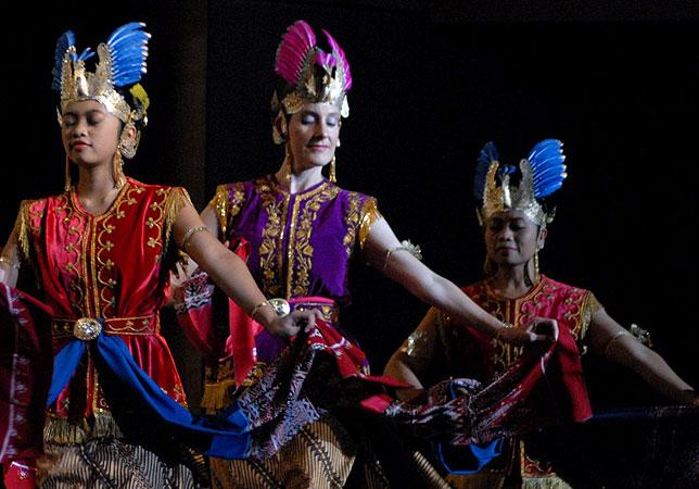 Suminar dance.jpg