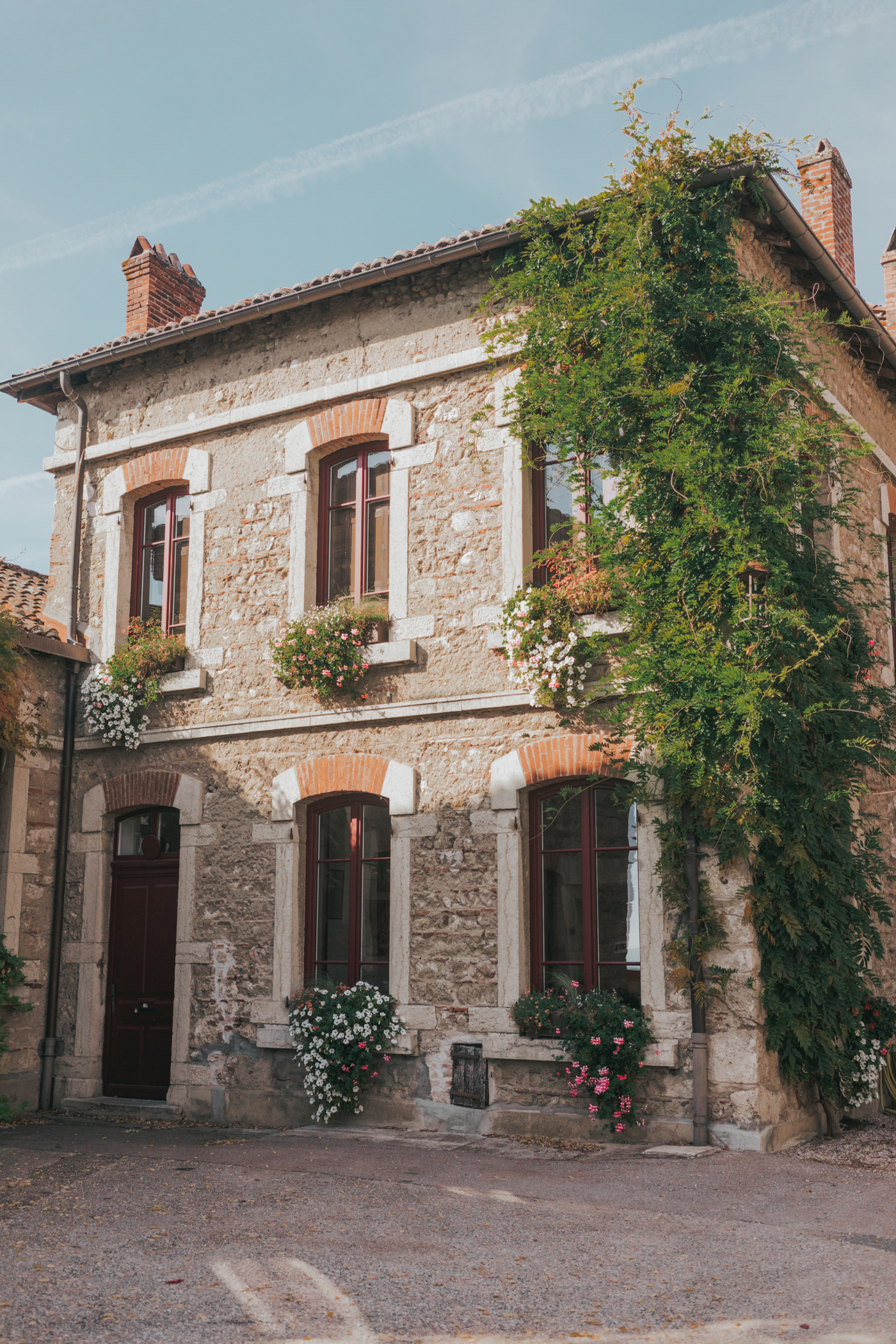 Perouges France Medieval Town - Everything you need to know before visiting this #SmallFrenchVillage on a day trip from Lyon