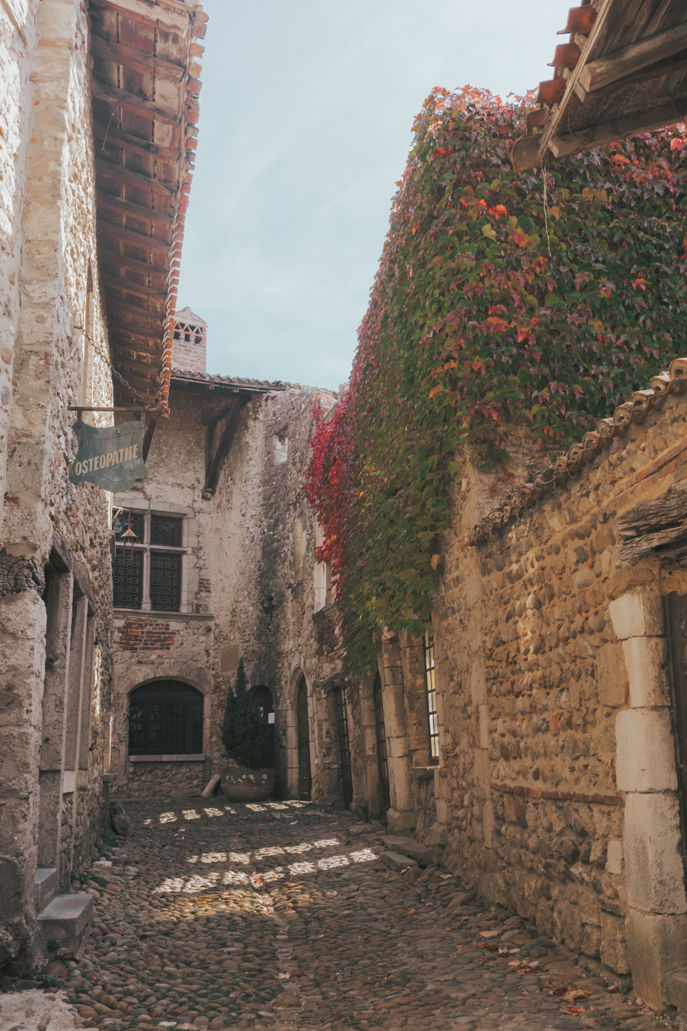 Small Perouges cobblestone village in France - Everything you need to know before visiting Perouges, France The Medieval Town You Must Visit Now #France #SmallVillage