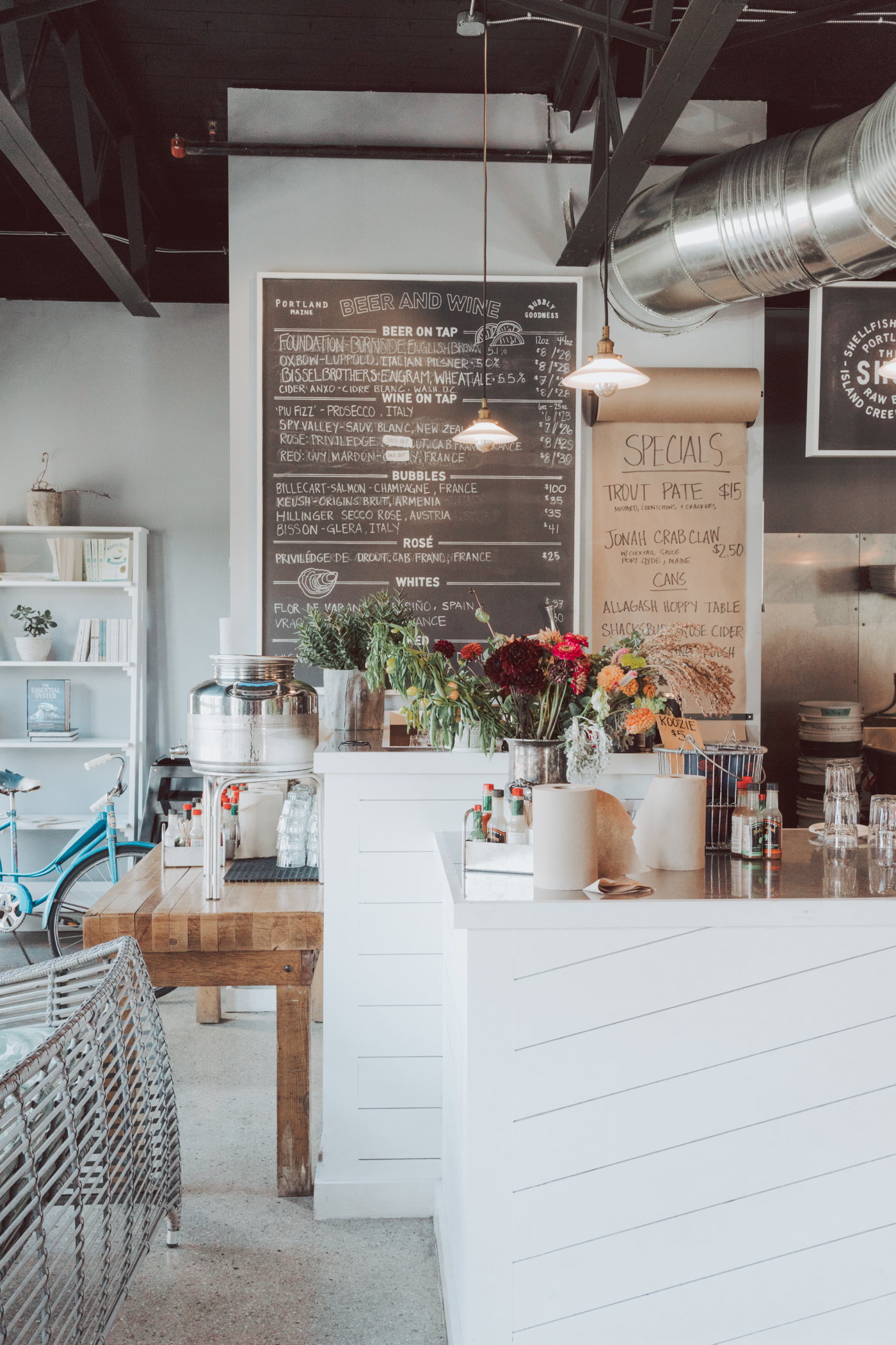 Complete Food Guide to Portland Maine - Where to eat and wine, best restaurants, best coffee shops, and the best seafood in #Portland #Maine