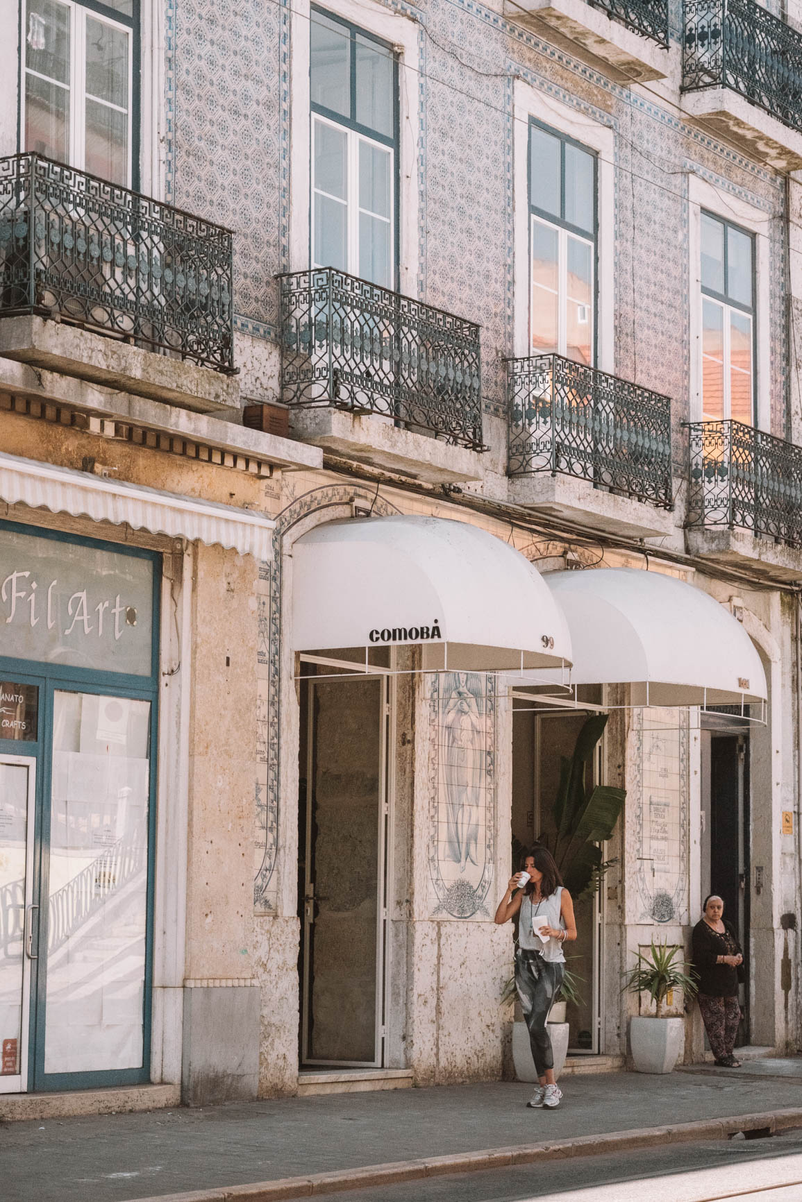 Where to eat and brunch in Lisbon - Trendy coffee shops in Lisbon Portugal - Cafe Janis  #Lisbon #Portugal #CoffeeShops