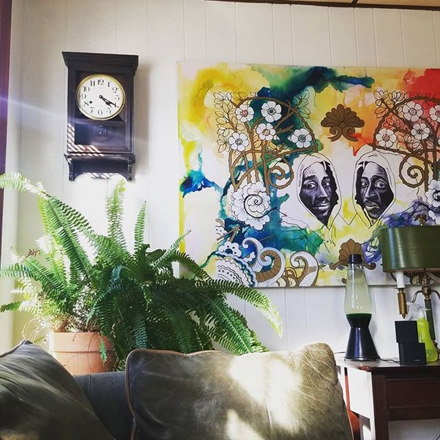 Want to live with Kyle? He needs a roommate, and you'd get to look at this sexy double Tupac painting every day.  We're recording more this week by the way. Peace. #green #lavalamp #sun #couchsurfing