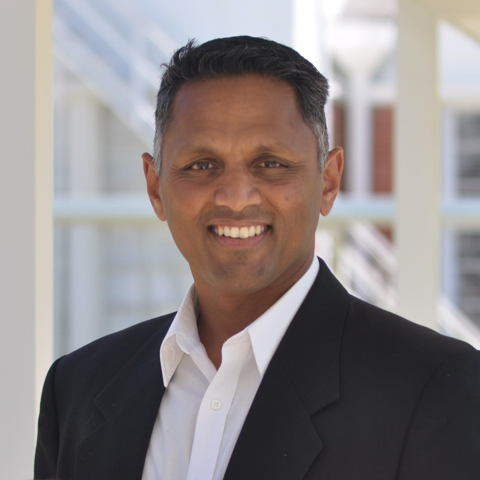 DAVE PRAKASH - San FranciscoCEO Parallax Enterprises LLC. Physician and former US Air Force test pilot and flight surgeon. Tillman Scholar, Johns Hopkins & Stanford alum.
