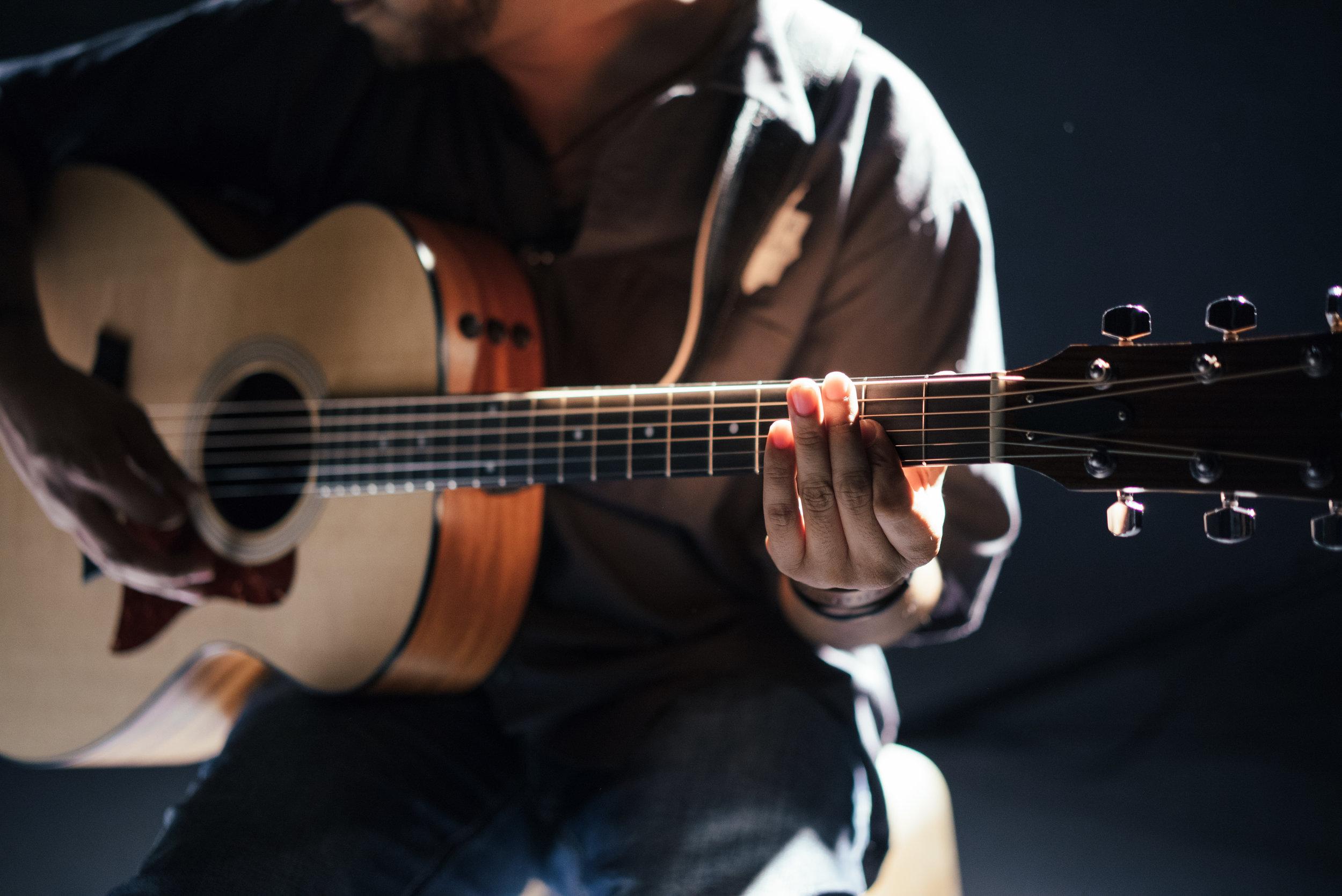 guitarist-music-guitar.jpg