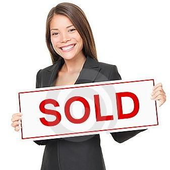 realtor-real-estate-agent-sold-sign-17172769.jpg