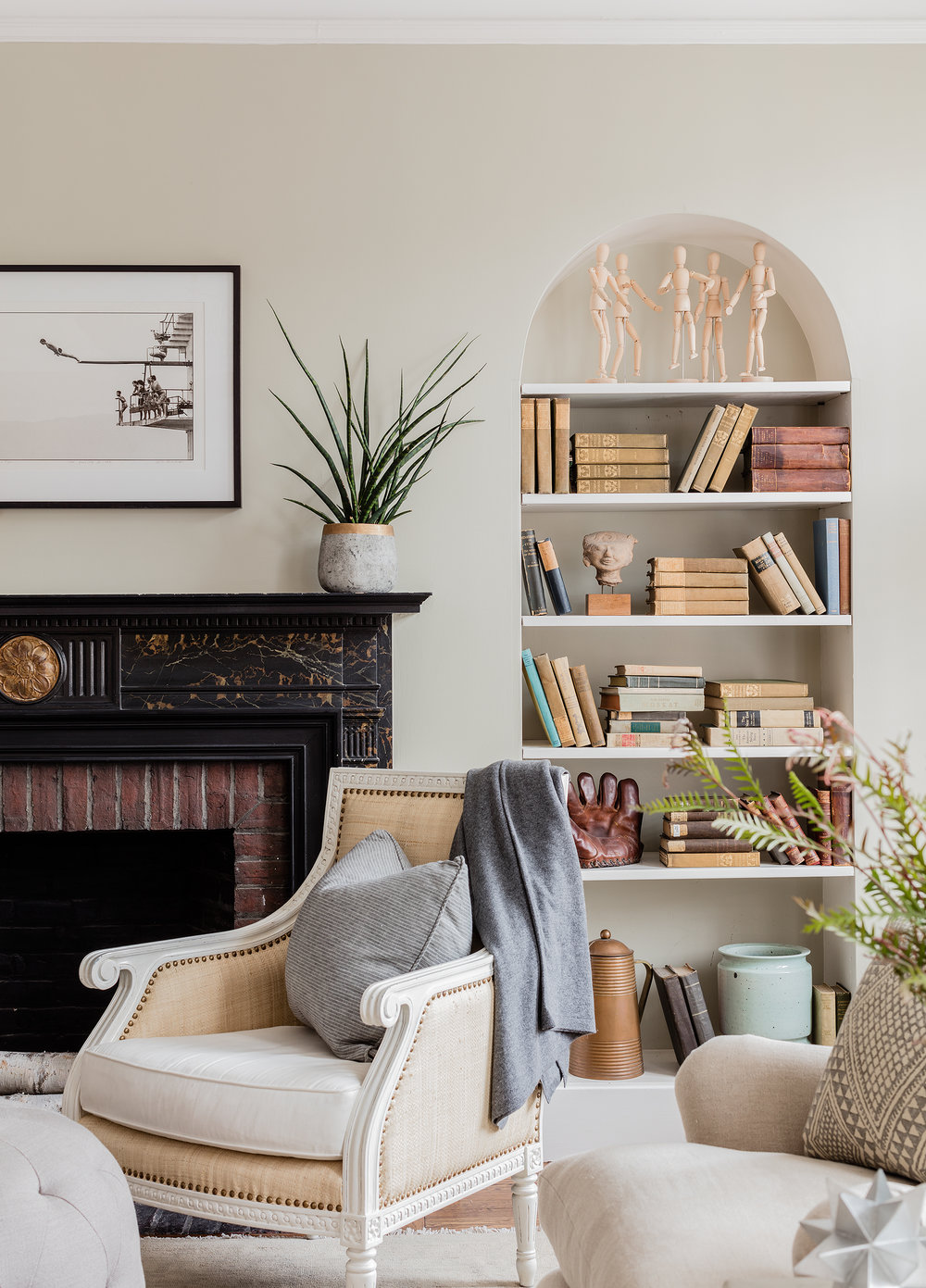 BACK BAY PROJECT    Modern casual gives a traditional pre-war apartment a fresh twist.
