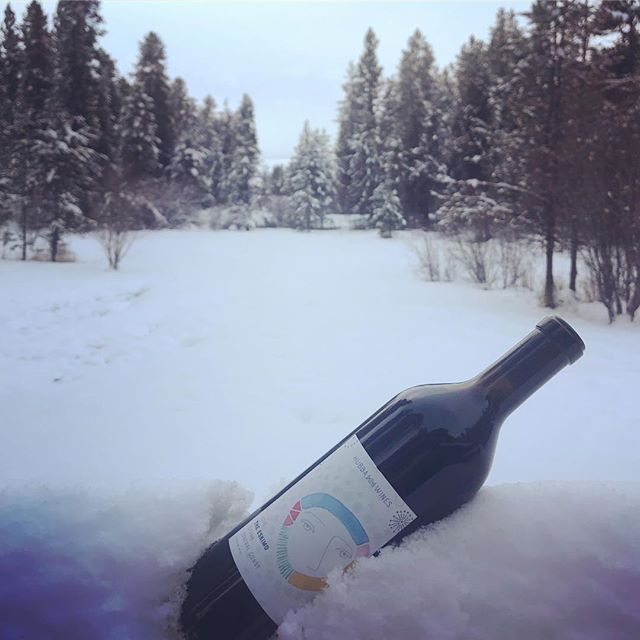 Baby, it's cold outside. #drinksomewine #drinksomehubbawine #saywhatsinthisdrink