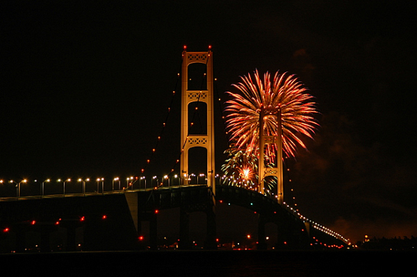 Source: http://www.saintignace.org/gallery/fireworks/