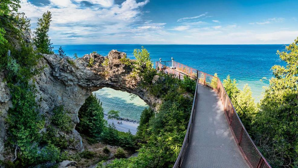 Image source: http://cincinnatirefined.com/travel/summer-vacation-idea-mackinac-island-experience-pure-michigan-firsthand