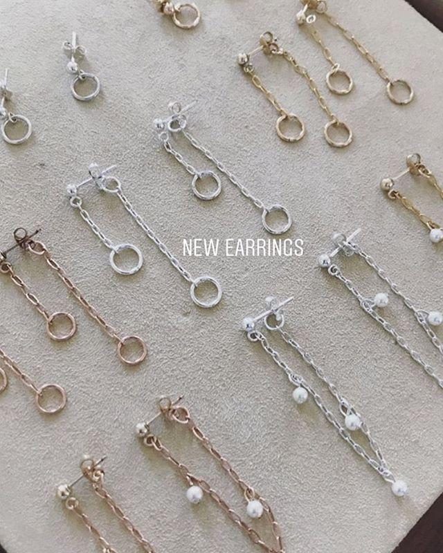 Sport a Ear Huggie or two #earhuggies #chicagojewelrydesigner #silver #gold #rosegold #earrings #pearls