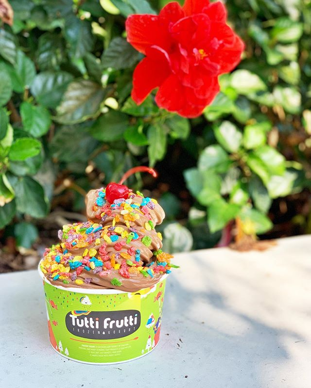 🌺 Happiest of hours at @tutti_frutti_rosemary_square for the entire month of June celebrating pride.🍦Enjoy 10% off your frozen yogurt purchase from 3-5pm daily through June 30. #tuttifrutti #pridemonth #roamingrosemary #rosemarysquarewpb