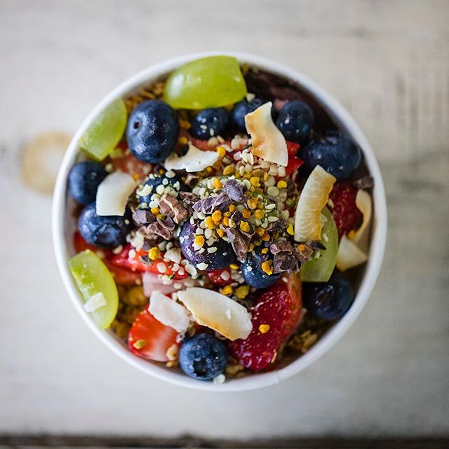 Did you know you could Build Your Own Bowl? This Nutrient packed bowl has Blueberries, Grapes, and Strawberries and is topped with Bee Pollen, Coconut Chips, Cacao Nibs, and Hemp for extra protein!  #sandiego #love #fresh #eat #clean #foodpics #yum #photooftheday #feelgoodfood #lookgoodfeelgood #beachvibes #instafood #convoystreet #r3freshjuicebar #sharefood #lifestylegoals #superfood #socalliving #acai #blueberry #beepollen #coconutchips #cacaonibs #kearnymesa #sandiegoacaibowls #bestacaibowls #lunch #acaibowl #healthybreakfast #acailife